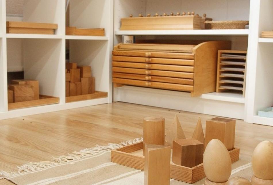 Metoda Montessori jest coraz bardziej popularna, to przede wszystkim obserwowanie dziecka i podążanie jego naturalnym rytmem.